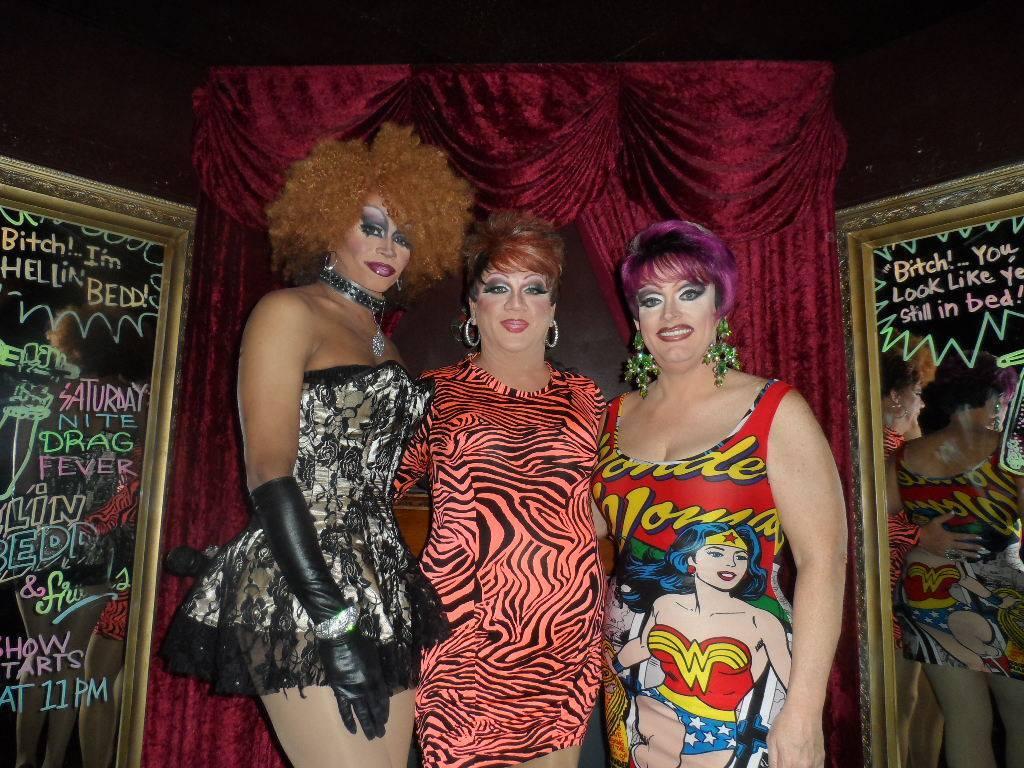 Diamond Hunter, Hellin Bedd and Vivi Velure   Cavan Irish Pub (Columbus, Ohio)   12/12/2015