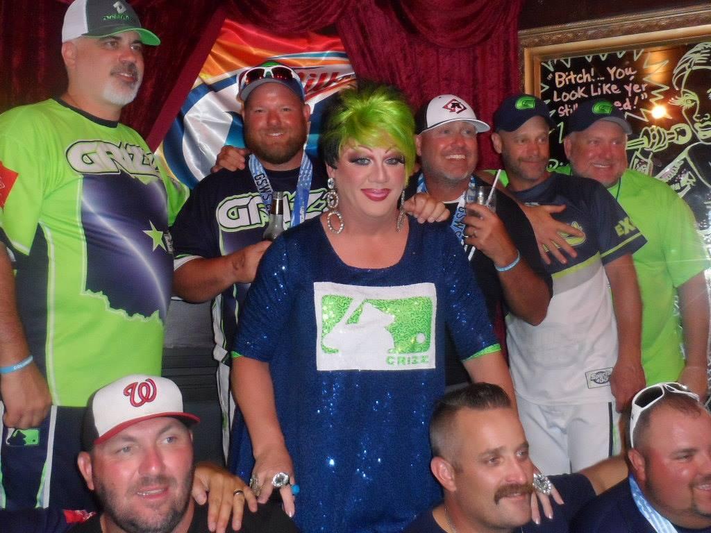 Hellin Bedd and the Grizzlies Softball Team | Cavan Irish Pub (Columbus, Ohio) | 8/22/2015